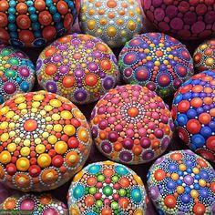 Разноцветные узоры на камнях Элспет Маклин