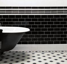 carrelage noir et blanc pour déco mur et sol en style vintage dans salle de bain