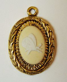 """Oval Wedgwood Cameo Set in Gold-Toned Pendant- """"Butterfly"""" Yellow Jasperware"""