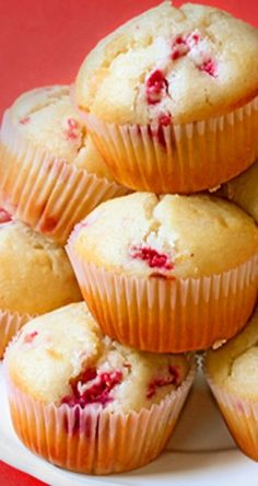 Raspberry White Chocolate Muffins | gimmesomeoven.com