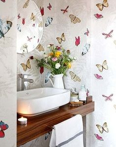 Nina Campbell Farfalla wallpaper - we love it for its elegant design and beautiful colours. Bathroom Wallpaper, Wallpaper S, Küchen Design, House Design, Butterfly Decorations, Butterfly Wallpaper, Butterfly Bathroom, Nina Campbell, Interior Design Living Room