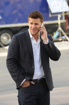"Booth (David Boreanaz) in the ""The Suit On The Set"" episode of BONES."
