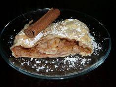 Mouku smícháme se solí, přidáme olej a přiléváme vodu. Těsto řádně prohněteme a utvoříme si 2-3 bochánky, které necháme 1/2 hodiny... Czech Recipes, Ethnic Recipes, 20 Min, Pancakes, French Toast, Breakfast, Czech Food, Morning Coffee, Pancake