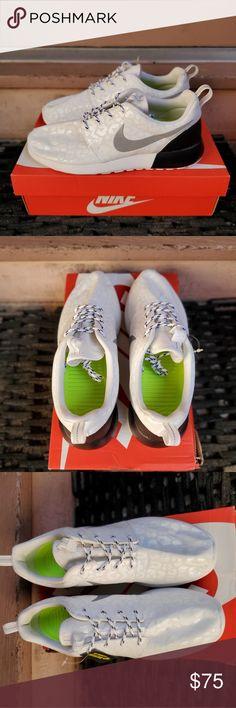 best website 75170 23e90 Nike WMNS Roshe Run Sz 9.5 womens   sz 8 8.5 mens Brand new.