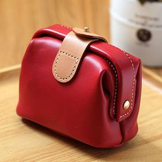 100% Hand-stitched claret-red Cow Leather Makeup bag Features: * Material: Vegetable Tanned Cowhide Leather * Size: 12.00cm*8.00cm*10.00cm * Color: Purplish Reddate Red(please let me know the color you want when you place the order) * 100% Handmade stitching If you have any questions or