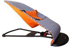 Bescherming wipstoel BabyBjorn Soft, hoes oranje met grijs en witte stippen. www.ukje.nl