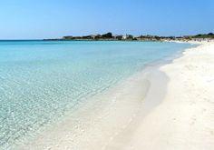 Una spiaggia bianchissima orlata da un mare che sembra di cristallo: siamo a Porto Cesareo, nel Salento. http://www.nelsalento.com
