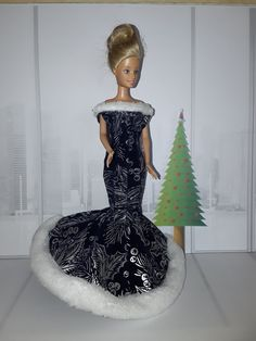 Barbie Christmas Evening Gown Christmas Barbie, Evening Gowns, Elsa, Disney Princess, Formal, Disney Characters, Diy, Style, Fashion