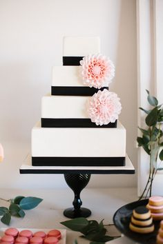 Pink dessert table, Indicakes · Photo, Kiss and Chips · Tendencias de Bodas Magazine