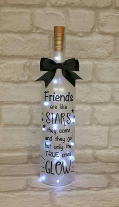 Geschenk Beste Freundin – Leuchten Sie Weinflasche Geschenk, Freund, Geburtstagsgeschenk, Wei… - Lo Que Necesitas Saber Para La Fiesta Wine Bottle Gift, Wine Bottle Crafts, Bottle Art, Recycle Wine Bottles, Vodka Bottle, Diy Bottle, Bottle Labels, Beer Bottle, Wine Craft