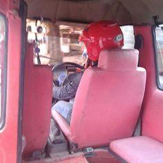 Keselamatan itu yang utama! Tambah cinta Indonesia kan kalo gini caranya naik mobil aja pake helm hahaha. #PINdonesia #OndeMonday