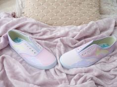 ✿*゚'゚・✿.。.:* Magic Pearl Heart*.:。✿*゚'゚・✿.: DIY Fairy Kei Painted Sneakers TUTORIAL = link