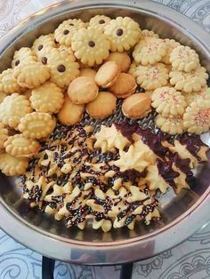 VEELSYDIGE KOEKIEMENGSEL (Kan koekie drukker gebruik) 250g botter 1/2 k klapper olie 1/2 k kookolie 1 k maizena 1 k versiersuik... Baking Recipes, Cookie Recipes, Dessert Recipes, Desserts, Baking Tips, Baking Ideas, Biscuit Cookies, Biscuit Recipe, Cake Cookies