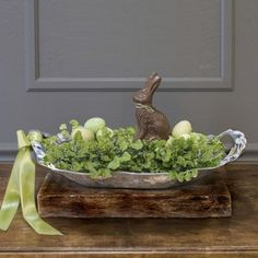 A delightful Easter table Centerpiece, the Beatriz Ball VENTO Sasha Basket. Our VENTO Sasha collection combines shimmering sculptural form and maximum functionality.The VENTO Sasha medium decorative silver basket features artfully crafted handles of twisted ribbons of metal.  Great for serving baked goods, or any of your favorite recipes creating centerpieces or as a table accessory.  Made of a top quality, FDA safe, easy-care, oven and freezer friendly aluminum alloy.