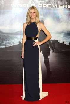 Brooklyn Decker fools us with her monochrome optical illusion gown...