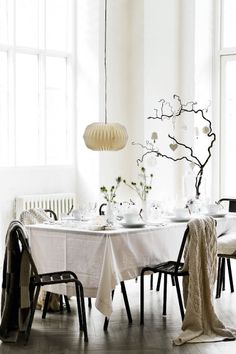 The white Christmas table