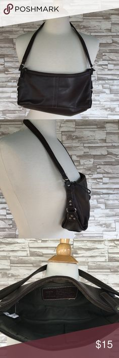 """💜Chocolate Brown RELIC Purse Small Relic handbag. Perfect size for the essentials! Chocolate brown color with an olive green liner. Very clean. 11"""" long 3.25"""" wide 5"""" deep 12"""" strap drop Relic Bags Mini Bags"""