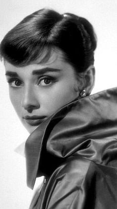 Is an old portrait closeup of the great actrees #AudreyHepburn ||| #MemoryHollywood ...
