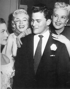 """Marilyn Monroe with Lauren Bacall, Betty Grable and Pat Boone during the filming of """"How To Marry A Millionaire"""", Lauren Bacall, Golden Age Of Hollywood, Vintage Hollywood, Classic Hollywood, Hollywood Glamour, Marilyn Monroe Photos, Marylin Monroe, Pat Boone, Actor Studio"""
