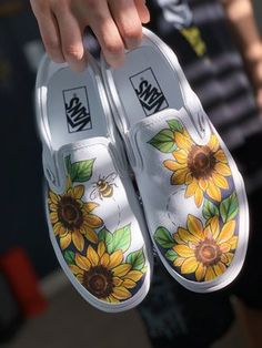 Painted Canvas Shoes, Custom Painted Shoes, Painted Sneakers, Hand Painted Toms, Vans Shoes Women, Custom Vans Shoes, On Shoes, Vans Shoes Fashion, Vans Men