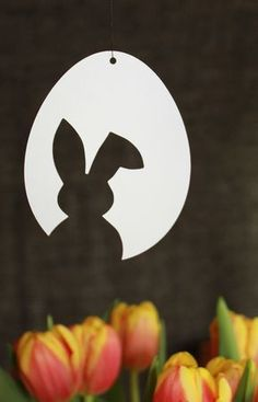 """3 templates for fast & simple Easter decorations made of paper: Easter Bunny & Tulip & """"Happy Easter"""" - Ostern - Easter Art, Easter Crafts, Easter Bunny, Easter Eggs, Easter Table, Easter Ideas, Spring Decoration, Diy Easter Decorations, Easter Centerpiece"""