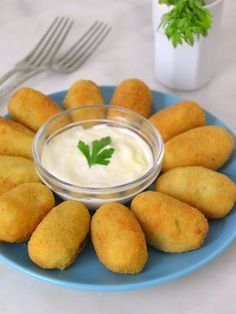 Croquetas de atún con patata facilisimas Baby Food Recipes, Great Recipes, Cooking Recipes, Favorite Recipes, Healthy Recipes, Seafood Recipes, Mexican Food Recipes, Food Inspiration, Food Porn