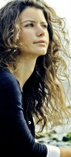 Turkish Actress, Beren S Turkish Beauty, Winter Trends, Rapunzel Hair, Shiny Hair, Turkish Actors, Natural Looks, Actors & Actresses, People Like, Female Characters