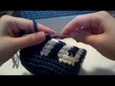 Better tutorial for crochet lettering! Crochet Beanie, Knit Or Crochet, Single Crochet, Crochet Stitches, Crochet Alphabet, Crochet Letters, Crochet Quilt, Tapestry Crochet, Crochet Fabric