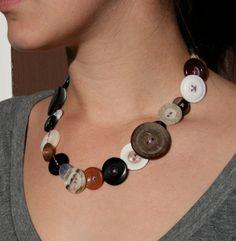 Button necklace tut from Blog a la Cart