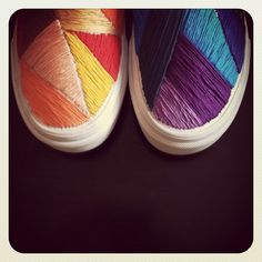 Hand embroidered canvas shoes - possible DIY Embroidered Vans, Look 2015, Diy Accessoires, Do It Yourself Fashion, Diy Clothing, Diy Fashion, Runway Fashion, Fashion Shoes, Fashion Trends