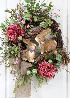 Easter Door Wreath, Easter Bunnies, Easter Pip Berries - I love this! Spring Crafts, Holiday Crafts, Couronne Diy, Country Wreaths, Easter Parade, Wreath Crafts, Wreath Ideas, Easter Holidays, Hoppy Easter