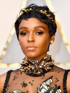 Several stars hit the red carpet at the Oscars 2017 in gorgeous hairstyles—Emma Roberts' red hair, Charlize Theron's chic ponytail, Taraji P. Henson's curls, the list goes on and on. But Janelle Monáe's new pixie cut is quite possibly our favorite.