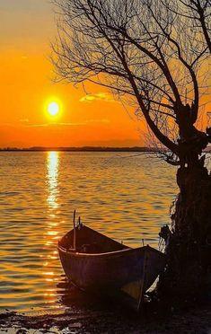 Untitled — Splendid sunset at lake by. Sunset Pictures, Nature Pictures, Sunset Pics, Blue Pictures, Weird Pictures, Amazing Sunsets, Amazing Nature, Beautiful Nature Wallpaper, Beautiful Landscapes