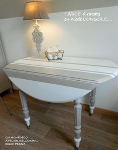 table relookée bord de mer ronde à rabats blanc à rayures bayadères taupe e. Painting Old Furniture, Deco Furniture, Upcycled Furniture, Table Furniture, Furniture Making, Vintage Buffet, Muebles Shabby Chic, Home Staging, Design
