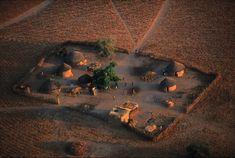 YannArthusBertrand2.org - Fond d écran gratuit à télécharger || Download free wallpaper - Concession dans un village près de Nara, Mali (15°10' N - 7°17' O).