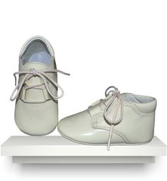 Spanish baby clothes | baby shoes | Ivory patent leather boots |babymaC  - 1