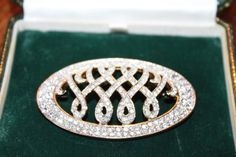 Gorgeous vintage Brooch,  Duchess Of Windsor Wallis Simpson.....Uploaded By www.1stand2ndtimearound.etsy.com