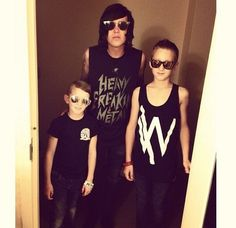 i dont care if im judged but i just found out he has step kids. but kellin still loves them as if they were his.