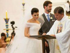 Noblesse & Royautés:  Religious Wedding of João Philippe de Orléans e Bragança and Yasmin Paranaguá, August 3, 2013.  Front view of the bride's dress.