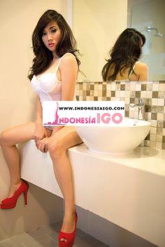 Foto Model Hot Virly Virginia Bugil Topless Kualitas HD Terbaru
