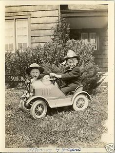 Pedal Cars - a large collection of pedal car pictures for your view pleasure. Pictures of antique, vintage, black and white pedal cars from all eras. Pedal Tractor, Pedal Cars, Vintage Photographs, Vintage Photos, Vintage Children Photos, Kids Ride On, Small Cars, Happy Mothers Day, Vintage Toys
