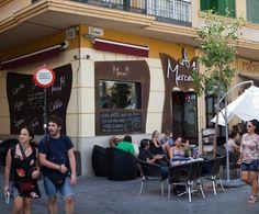 Merced 14 een gezellig café aan Plaza de la Merced. Een prima plaats in #Malaga om koffie te drinken met een Spaanse krant die al klaar ligt op de bar. Ook voor ontbijt, drankjes, cocktails etc.