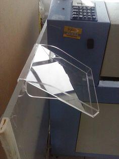 Suporte  para saída de papel de impressora.  Acrilico 3mm com dobra e laterais em acrilico 5mm  colado.