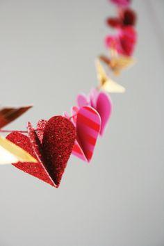 Hugs and kisses garland - Meri Meri