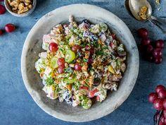 Hjemmelaget waldorfsalat Waldorf Salat, Tapas, Guacamole, Cobb Salad, Beverages, Food And Drink, Dinner, Ethnic Recipes, Fashion Photo