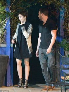 26FB491700000578-0-Awkward_New_couple_Chris_Evans_and_Lily_Collins_step_out_for_the-m-34_1427308887535.jpg (634×841)