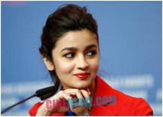 Alia Bhatt touches four million mark on Twitter