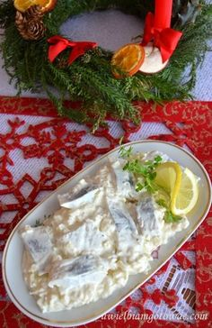 Śledzie w śmietanie z jabłkiem i cebulką Fish Recipes, Vegan Recipes, Cooking Recipes, Fish Dishes, Seafood Dishes, Appetizer Salads, Appetizer Recipes, Seafood Salad, Christmas Cooking