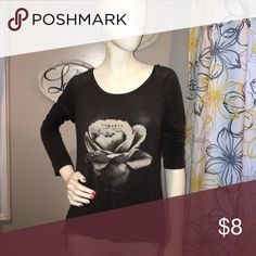 NWOT American Eagle Long Sleeve Top 💕 NWOT xsoft cotton long sleeve with a beautiful rose 🌹 hi low style American Eagle Outfitters Tops Tees - Long Sleeve