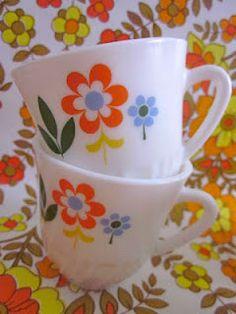 Las tazas que regalaba Nocilla allá por los 80. Mis hermanas y yo teníamos una cada una.
